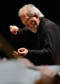 John Nelson conducting the St. John Passion