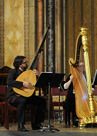 theorbo and cello players